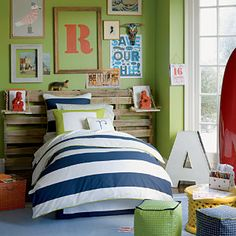 Navy white linen - What a great look! I could see this in Thomas or Tanners room. I especially love the headboard.
