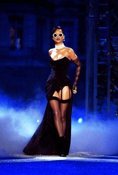 Rihanna slays.