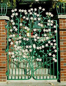 Flowered tree gate - so charming! Garden Gates And Fencing, Fence Gate, Fences, Garden Entrance, Entrance Gates, Building A Gate, Front Gates, Iron Art, Iron Doors