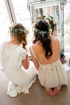Wedding Photography Inspiration: Moments of Friendship / Photo by Carolyn Haslett / See more inspiration on The LANE