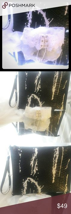 Snakeskin Love BajewelKits BajewelKits  are monthly handpicked handbag and jewelry kits for  stylish women everywhere starting at $39 for all pieces inside each kit.  This kit includes:  1 large Black snakeskin look with a white splashes. Very chic!!  1 white lace up choker. citichic2311fashions  Jewelry