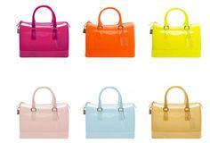 fruktpåsar Caramel Candy, Candy Bags, Girl Fashion, Womens Fashion, All About Fashion, Furla, Fashion Handbags, Boy Or Girl, Latest Trends