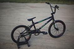 2016 | DK Bicycles | Elite Pro | Racing BMX | 7005 alloy frame | BOX X Carbon fork | 44 x 16t sprockets | Wheelies.co.uk