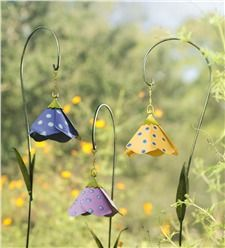 Our metal yard and garden statues are whimsical statement pieces for your home. Our collection of metal wind spinners & metal garden art is sure to enchant! Rusty Garden, Garden Junk, Metal Garden Art, Recycled Garden Art, Garden Whimsy, Garden Deco, Garden Crafts, Garden Projects, Decorative Garden Stakes