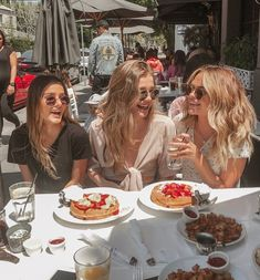 Find and save quotes and images which best reflect your friendship. Cute Friend Pictures, Best Friend Pictures, Cute Photos, Best Friend Goals, My Best Friend, Best Friends, Three Friends, Cute Friends, Summer Aesthetic