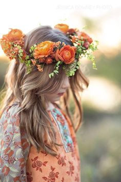 Orange floral crown, Jessica Downey Photo Rock My Wedding Romantic Flowers, Wedding Flowers, Boho Flowers, Wedding Veils, Cheveux Oranges, Foto Fantasy, Fleur Orange, Corona Floral, Floral Headpiece
