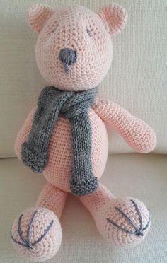 Urso Crochê com Cachecol Rosa Pálido