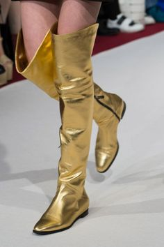 Alexis Mabille at Paris Fashion Week Fall 2017 - Details Runway Photos On Shoes, Me Too Shoes, Shoes Sneakers, Types Of High Heels, Bootie Boots, Shoe Boots, Fashion Boots, Paris Fashion, India Fashion