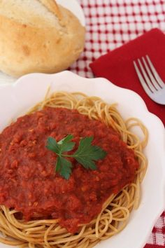 Copy Cat Olive Garden Marinara Sauce Recipe! This copycat recipes is so easy to make and tastes amazing. Pair with bread sticks and your favorite pasta for an amazing dinner.