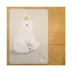 On aurait bien envie de jouer à la balle avec cet ours blanc n'est-ce pas ?  En attendant, admirez-le sur cette jolie carte postale. Nouveauté ! La boutique est ouverte aujourd'hui de 9h30 jusqu'à 18h30. #libellule #boutique #cafeboutique #creationfrancaise #madeinfrance #alsace #selestat #monalsace #3ruedu17novembre #67 #67600 #cafe #cafeboutique #deco #faitmains #faitmain #madecoamoi #ideecadeau #terrasse #conceptstore #original #lieuunique #pause #gouter #gateau #tarte #carte…