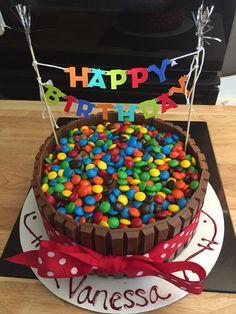 Kit Kat Cake 4th Birthday Cakes, Cake Making, Let Them Eat Cake, Dessert Table, How To Make Cake, Chocolate Cake, Birthdays, Baking, Food
