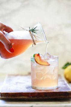 Brunch Drinks, Fruit Drinks, Beverages, Drinking Vinegar, Drinking Tea, Easy Drink Recipes, Vegan Recipes, Shrub Drink, Mixed Drinks Alcohol