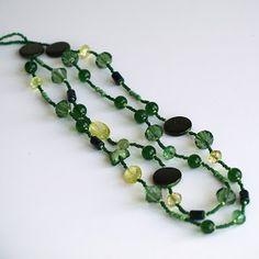 O margica: Colier lung cu doua siraguri verde