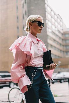 London Fashion Week // pink blouse and high-waisted dark-blue pants outfit Fashion Mode, Moda Fashion, Girl Fashion, Fashion Design, Fashion Trends, Hippie Fashion, Womens Fashion, Style Outfits, Mode Outfits