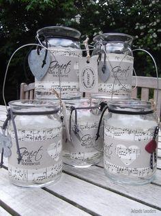Knutsels van Jolanda. Windlichtjes Mason Jar Sconce, Mason Jars, Bottles And Jars, Glass Jars, Diy Bottle, Bottle Crafts, Hymn Art, Christmas Card Crafts, Jar Gifts