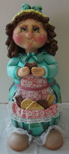Pote de vidro de 2 L, trabalhado em biscuit em forma de menina comendo bolacha.  Pote utilitário decorativo.    Veja mais modelos no mostruário.  ENCOMENDAS: O PRAZO DE CONFECÇÃO É DE 45 DIAS A PARTIR DA DATA DO AGENDAMENTO. FAVOR CONSULTAR MÊS PARA AGENDAMENTO.    O AGENDAMENTO DO PEDIDO SÓ ESTA...