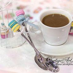 Десертная ложечка с пироженкой из полимерной глины(не съедобная))но очень аппетитная)) Подарок для родных и близких сделанный с любовью Детям ооочень нравятся Пусть Ваше чаепитие будет еще слаще☕ #сладкаяложечка#ложечкаскапкейком#ложечка_с_пироженкой#подарокребенку#подарочек#ручнаяработа#surgut#vertigoart