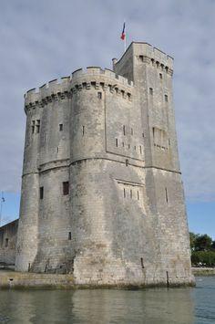 La Rochelle, France. Tour Saint Nicolas (XIVe siècle). Edifice militaire de 42m de haut. Son architecture s'articule autour d'un labyrinthe d'escaliers et de couloirs aménagés dans l'épaisseur des murs.
