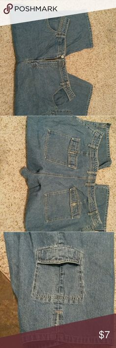 """Cropped jeans Great cropped jeans.  Pockets in front, flap pockets in back and one flap pocket near bottom of left leg. Inseam is 20 """" L.A. Blues Jeans"""