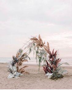 #hochzeitsfeier #hochzeitsguide #hochzeitstisch #hochzeitswahn #pampasgrass - #hochzeitstipps auch hier wird #pampasgrass perfekt in szene gesetzt und lässt sich als hintergrund von einer sehr