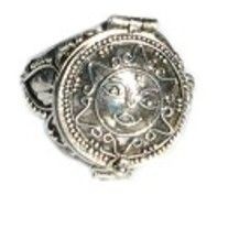 Beautiful old fashioned .925 sterling silver poison ring with round sun face. Hidden compartment.