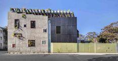 A construção conta com painéis solares e sistema de reutilização de água, bem como projeto para compensação da emissão de carbono