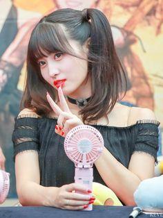 """트위터의 REVE 님: """"180722 하남 팬싸 #모모 #もも #MOMO #TWICE #트와이스… """" Nayeon, Kpop Girl Groups, Korean Girl Groups, Kpop Girls, Mamamoo, K Pop, Twice Fanart, Sana Momo, Twice Kpop"""