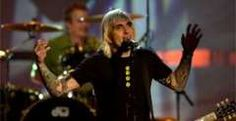 """Everclear performs """"Wonderful"""" at the Radio Music Awards at the Aladdin Theatre in Las Vegas. November 4, 2000 (AP Photo)"""