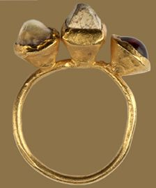 Osthrogothic gemstone ring  Ravenna, 6th century. Gold, pearl, carbonized stone, and garnet.