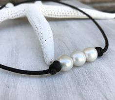 Leather pearl necklace, leather and pearls, pearl jewelry, leather pearl, beach wedding, pearls on leather