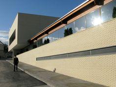 "Cortejoso y Coronado Arquitectos - Centro Deportivo ""Eiroás"". Ourense."