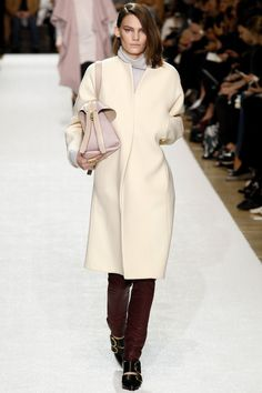 Chloé Fall 2014 Ready-to-Wear Collection Photos - Vogue 2014 Fashion Trends, Fashion 2018, Runway Fashion, Fashion Show, Fashion Outfits, Fashion Weeks, Winter Outfits, Fashion Week Paris, Fall Winter 2014