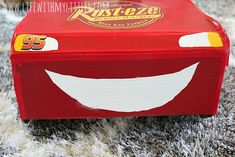 This DIY Lightning McQueen costume is amazing! Great step-by-step tutorial for anyone wondering how to build a Lightning McQueen Halloween costume this year! Especially with Cars 3 just coming out! Cars Halloween Costume, Lightning Mcqueen Costume, Disney Cars Party, Car Party, Cardboard Box Crafts, Disney Nursery, Baby Mouse, Jungle Party, Thomas The Train