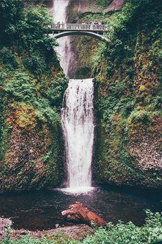 Multnomah Falls, OROlympus om-40 (Kodak Ektar 100)