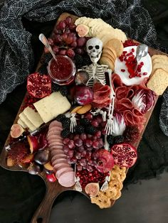 Halloween Baking, Halloween Food For Party, Baby Halloween, Halloween Crafts, Halloween Ideas, Halloween Decorations, Charcuterie Recipes, Charcuterie Board, Halloween Skeletons