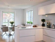 1-une-cuisine-laquée-dans-la-maison-contemporaine-cuisines-blanches-sol-en-parquette-clair