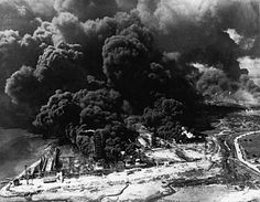 Texas City, 1947: The fire detonated 2,300 tons of fertilizer, resulting in the largest industrial explosion in U.S. history. It leveled over 1,000 buildings and left nearly 600 people dead. #ChicagoFire