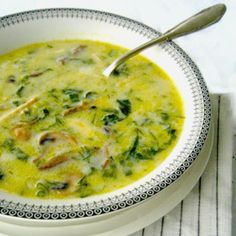 Chicken, mushroom, and lettuce avgolemono (egg and lemon) soup Greek Recipes, Vegan Recipes, Cooking Recipes, Greek Spinach Pie, Lemon Soup, Vegetarian Entrees, Soup And Sandwich, Fun Cooking, Food For Thought