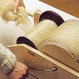The Joy of Handspinning – Hand spinning wool into yarn with a spinning wheel or drop spindle » How to Prepare Fiber With a Drum Carder
