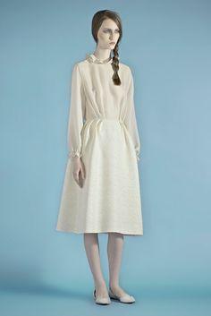 See the complete Vika Gazinskaya Fall 2014 Ready-to-Wear collection. Modest Wedding Dresses, Elegant Dresses, Beautiful Dresses, Minimal Fashion, White Fashion, Minimal Style, Fashion Show, Fashion Outfits, Fashion Design