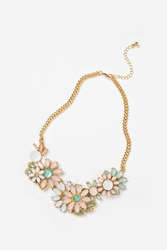 If we had to tell you what the perfect necklace for you to rock this season, it would be our Elizabeth Pastel Crystal Flower Statement Necklace! The pastel crystals form simple, but stunning flowers t