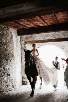 Wanwan Lei and Lin Han's Wedding at a Castle in Switzerland - Vogue Horse Wedding Photos, Wedding Pictures, Horse Girl Photography, Wedding Photography, Photographer Wedding, Perfect Wedding, Dream Wedding, Wedding Castle, Wedding Goals