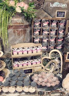 www.kamalion.com.mx - Mesa de Dulces / Candy Bar / Postres / Rosa / Pink / Rustic Decor / Dulces / Madera / Lechero / Maletas / It's a girl / Vintage / Macaroons / Baby Shower / Sewing machine / reloj / clock.