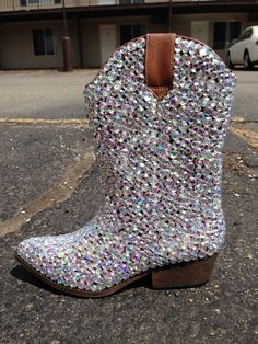 Bling cowgirl boots. Imagine wearing them at a show with your ...