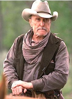 In the movie Robert Duvall plays Boo Radley. Robert Duvall is one of my favorite actors because he plays in Open Range Hollywood Stars, Classic Hollywood, Hollywood Actor, Films Western, Western Art, Apocalypse Now, Lonesome Dove, Open Range, Into The West