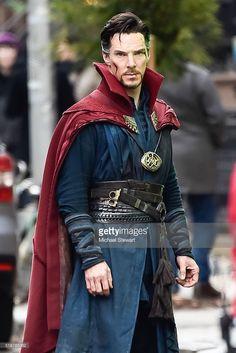 ニュース写真 : Actor Benedict Cumberbatch is seen filming...