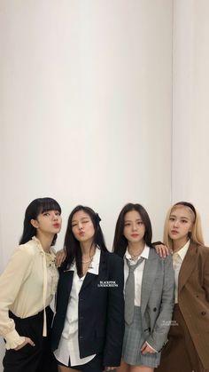 Wallpaper Rose, Lisa Blackpink Wallpaper, Beautiful Wallpaper, Wallpaper Lockscreen, Wallpapers, Kpop Girl Groups, Korean Girl Groups, Kpop Girls, Yg Entertainment