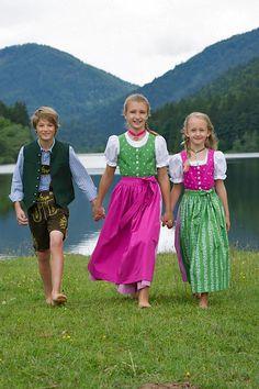 #Kinderlederhosen und #Dirndl  | Trachten Redl - trachten-redl.de/