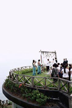 Cliff top wedding ceremony | Andrew and Bora's Stunning Rustic Nuptials at Khayangan Estate Uluwatu, Bali