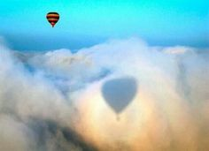 Hot Air Balloon long shadow above the clouds. Balloons Photography, Shadow Photography, Aerial Photography, Photography Tips, Shadow Images, Shadow Pictures, Random Pictures, Balloon Rides, Hot Air Balloon